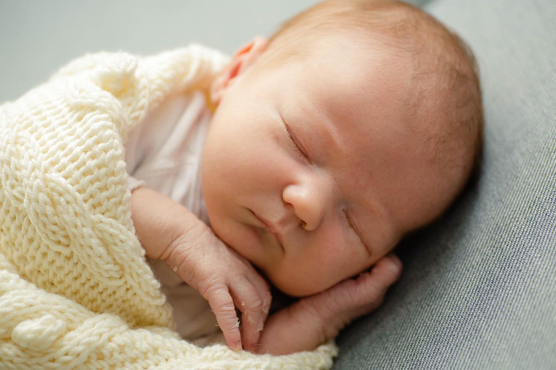 Neugeborenenshooting zuhause 8